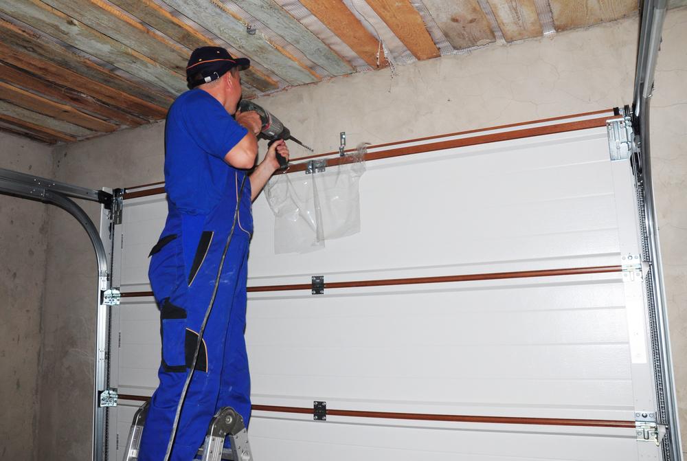 Should I Repair or Replace My Garage Door ?